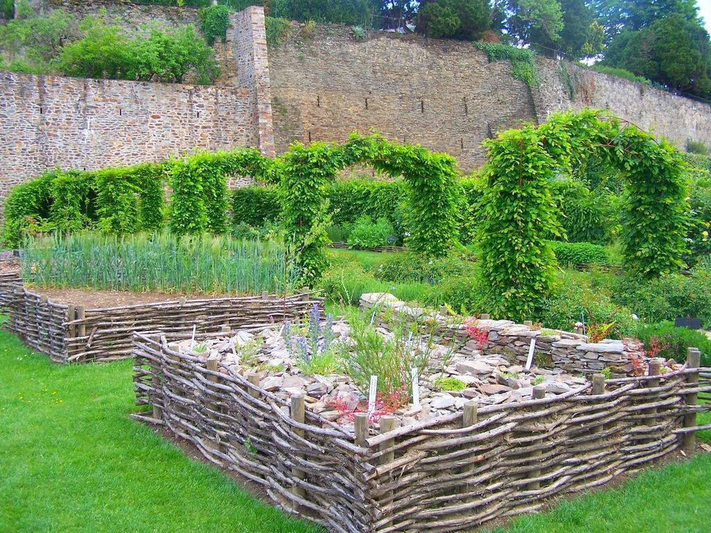 Jardin m di val de la source for Jardin medieval
