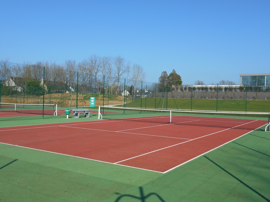 https://cdt53.media.tourinsoft.eu/upload/courts-tennis-e-SPRIT-2.jpg