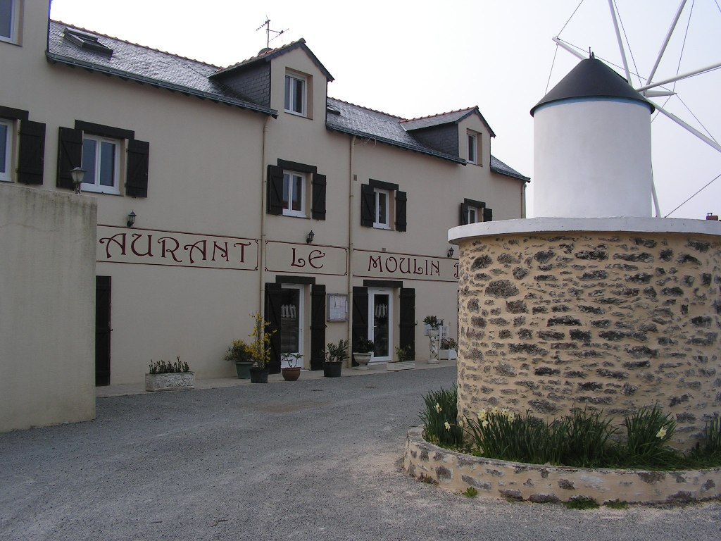 https://cdt53.media.tourinsoft.eu/upload/restau-le-moulin-blanc.JPG